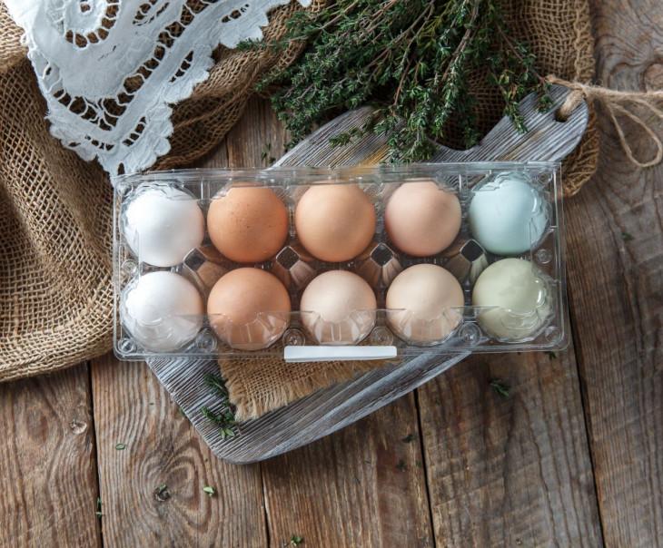 Яйца куриные разноцветные