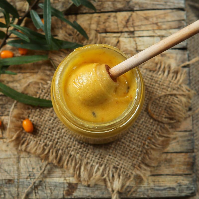 Крем-мед с облепихойКрем-мёд с ягодами содержит все полезные свойства меда. Благодаря своей нежной консистенции, нежно тает во рту, а также имеет сливочный вкус. Удобен для намазывания. Понравится даже тем, кто не любит обычный мед. Не содержит сахара, консервантов, ароматизаторов, красителей и компонентов ГМО.<br><br>Вес мл ( 300 г ): 200