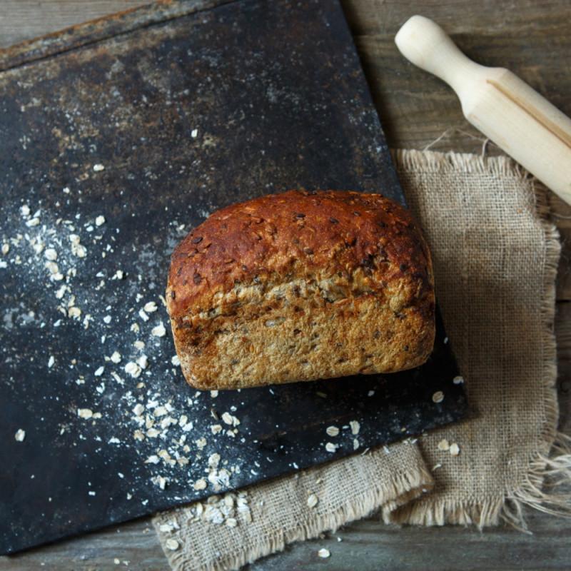 Хлеб Злаковый на закваске от сестёр МясищевыхДарья и Мария выпекают хлеб в подовой печи на камне, используют закваски собственного производства. Технологический процесс занимает от 12 до 36 часов для разных видов хлеба.<br><br>Вес г.: 460