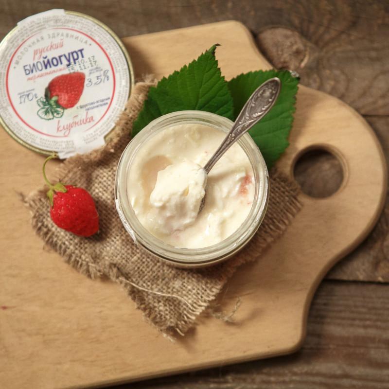 Биойогурт 3,5%. КлубникаНежный, совсем не кислый биойогурт - это вкусное лакомство, которое придётся по душе каждому! Настоящие ягоды подарят аромат лета, а бифидобактерии принесут пользу кишечнику.<br><br>Вес г.: 170