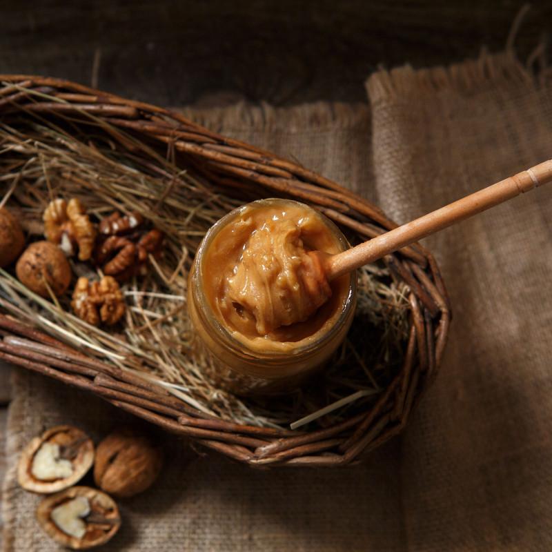 Крем-мед с грецким орехомКрем-мёд с орехами содержит все полезные свойства меда. Благодаря своей нежной консистенции, нежно тает во рту, а также имеет сливочный вкус. Удобен для намазывания. Понравится даже тем, кто не любит обычный мед. Не содержит сахара, консервантов, ароматизаторов, красителей и компонентов ГМО.<br><br>Вес мл ( 300 г ): 200