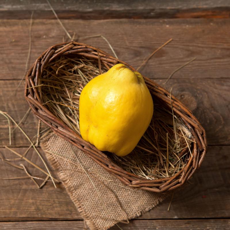 АйваАйва растет в садах Арагацотнского раойна, в деревне Дзорап. В Армении традиционно преобладают сорта Яблоковидная и Грушевидная, а также встречаются Пирамидальная или Португальская. Айва известна своими полезными свойствами, пряно-вяжущим вкусом со свежей кислинкой и необычным ароматом.<br><br>Вес шт ( 450 г ): 1