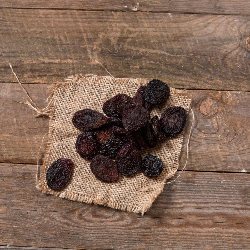 ЧерносливЧернослив из солнечной Армении очень сладкий и полезный, потому что ягода высушена традиционным способом - на солнце, без варки в сахарном сиропе и обработки серой. Такой чернослив без опаски можно давать маленьким детям.<br><br>Вес г.: 100