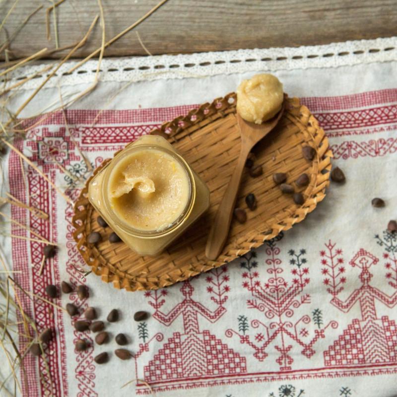 Урбеч кедровый с мёдомОрешки растирают на каменных жерновах, а мед привозят из Пемзы с содружественной пасеки. Урбеч получается ароматный и очень вкусный.<br><br>Вес г.: 320