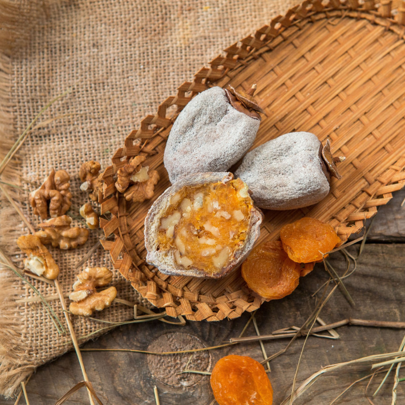 Алани из королькаАлани — традиционная армянская сладость, обязательное украшение праздничного стола. Ее готовят из разных сушеных фруктов, фаршированнх смесью орехов, корицы и сахара или мёда. Как и многие другие армянские сладости, алани можно хранить довольно долго, и со временем он ничуть не теряет своего прекрасного вкуса.<br><br>Вес  шт ( 250 г ): 3