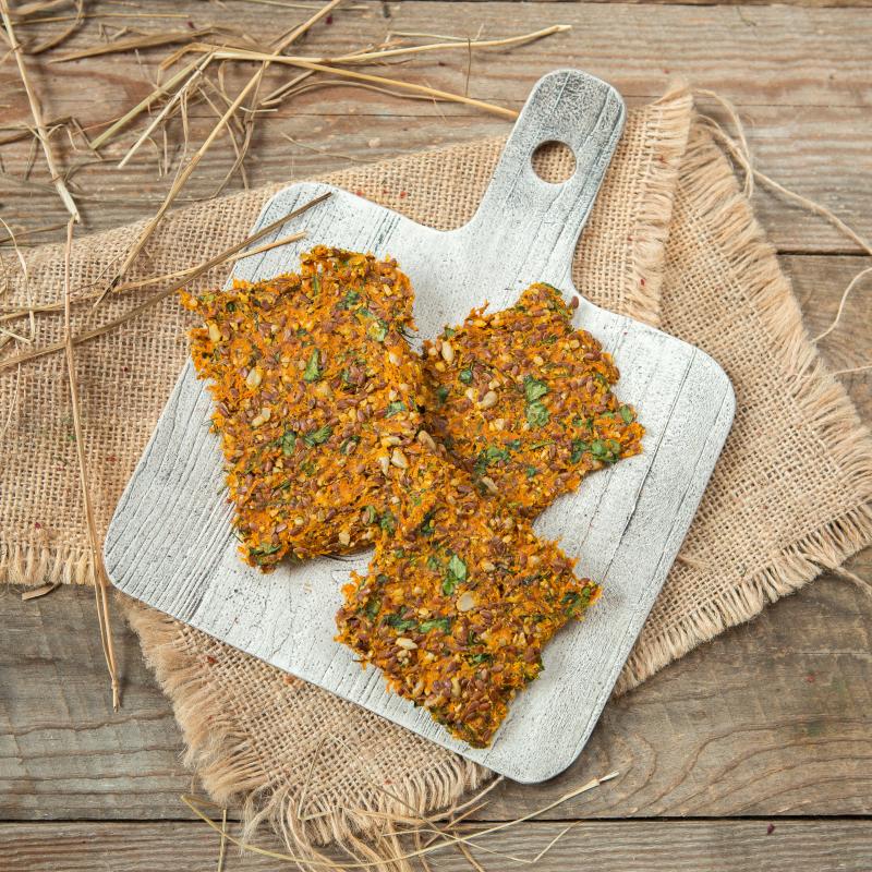 Хлебцы морковно-льняныеВкусная, полезная закуска - идеальный перекус в школу или на работу. В составе только зерна, морковь, зелень и соль.<br><br>Вес г.: 60