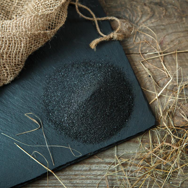 Соль черная мелкаяСоль черная из русской печи, мелкого помола.<br>Черная соль - это старинный русский рецепт приготовления продукта, который использует любая хозяйка.<br>Соль, смешанная в чугунке с цельнозерновой ржаной мукой, обжигается в горниле русской печи. В результате обжига, соль практически полностью очищается от содержания хлора и обогащается углеродом , кальцием , йодом, калием и магнием, становится адсорбентом и благотворно действует на организм.<br>Это красивый, вкусный и полезный продукт, который обогатит ваш стол.<br><br>Черная соль мелкого помола хороша для готовых блюд, она быстро растворяется и раскрывает вкус.<br><br>Вес г.: 200
