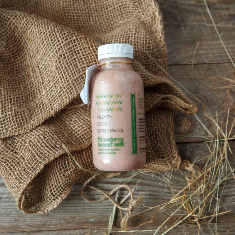 Коктейль клубничный на кокосовом молокеНежный, легкий коктейль на основе кокосового молока высочайшего качества. Для вкуса мы добавили  ягоды, фрукты и активированные орехи; для пользы -<br> природные энергетики мака и гуарана.<br><br>Мака («перуанский женьшень») - улучшает состояние кожи, препятствует старению, натуральный афродизиак и энергетик.<br>Гуарана - улучшает память, повышает внимание и настроение, помогает устранять последствия приема алкоголя, снижать вес.<br>Продукт не содержит компонентов животного происхождения, глютена, консервантов и трансжиров.<br><br>Вес мл.: 300