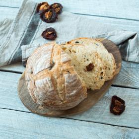 Хлеб пшеничный с вялеными томатами