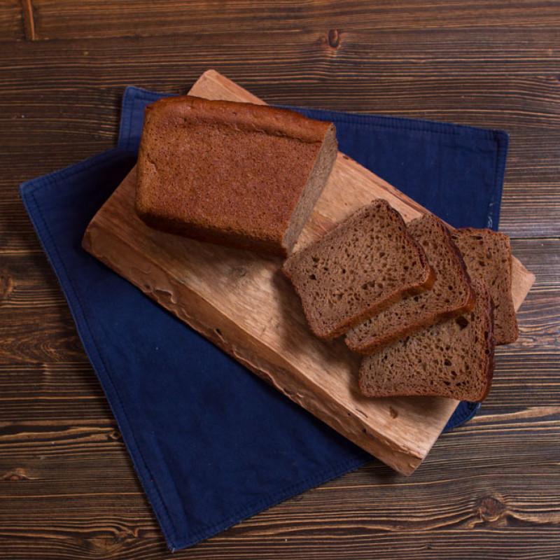 Хлеб ДеревенскийВ этом хлебе гармонично сочетаются полезные свойства ржаного и пшеничного зерна. Рецептура и технология этого хлеба были созданы еще в довоенное время в Ленинграде, наш фермер по сей день чтёт традиции приготовления. Хлеб получается ароматный, свежий, с легкой приятной кислинкой.<br><br>Вес г.: 583