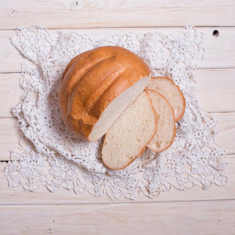 Батон АндриановскийПод хрустящей золотистой корочкой - нежный пшеничный мякиш батона, секрет вкуса прост - натуральность состава и свежесть хлеба. Батон можно использовать для любых бутербродов, отлично подойдет для изготовления сухариков.<br><br>Вес г.: 400
