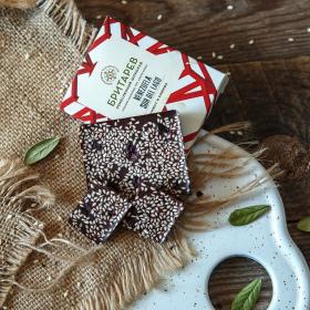 Шоколад ремесленный горький 70% с кунжутом и клюквой маленький
