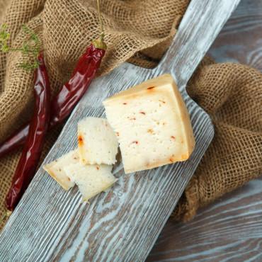 Сыр Пиренейский с перцем из козьего молока