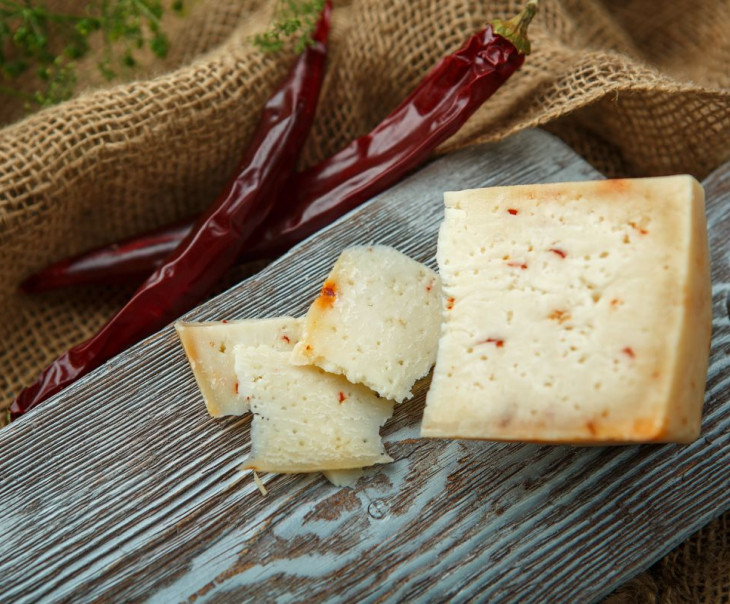 """Сыр """"Пиренейский"""" с перцем из козьего молока"""