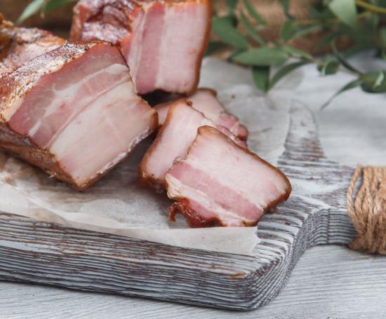 Грудинка свиная копченая
