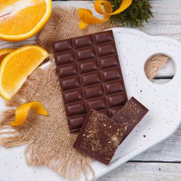 Шоколад ремесленный молочный 51% с апельсином