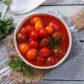 Консервированные помидоры черри в собственном соку