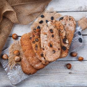 Лепёшки из пророщенного зерна с сухофруктами, ассорти