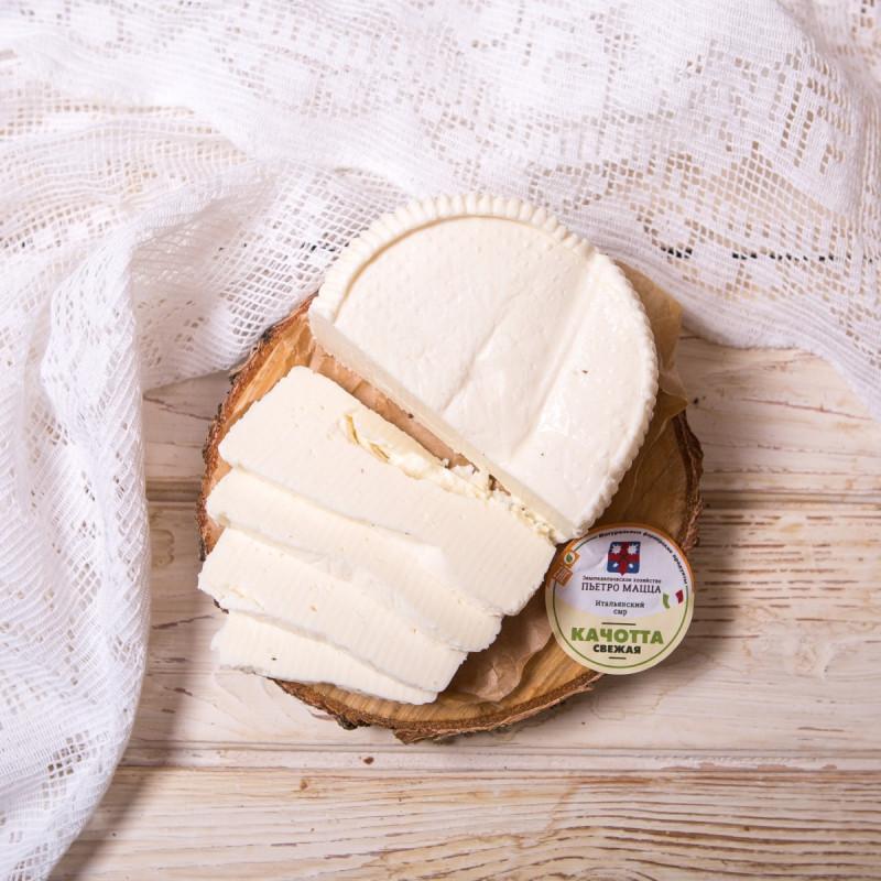 Сыр Качотта свежаяВ свежем виде широко используется для приготовления нежных, сливочных соусов для разнообразных первых и вторых блюд. <br><br>Кроме того, это отличный столовый сыр. Нежный, молочный, неострый вкус качотты отлично сочетается с помидорами, оливками и белым вином, с ярко выраженным фруктовым вкусом.<br><br>Вес г.: 300