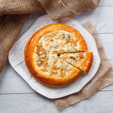 Пирог творожный с грушей и сыром Дор-блю