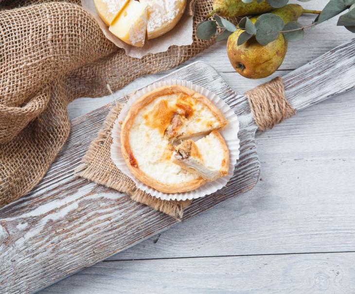 Киш с грушей и сыром Дорблю