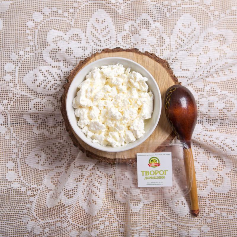 Творог домашний обезжиренный от Владимира КошелеваПродукт отличается от классического аналога более низкой калорийностью. Это достигается снижением содержания жира в исходном сырье – молоке. <br><br>На основании обезжиренного творога можно приготовить множество низкокалорийных блюд. Добавьте изюм, орехи, мёд, особенно вспомните вкус детства – сметану и сахар<br><br>Вес г.: 300