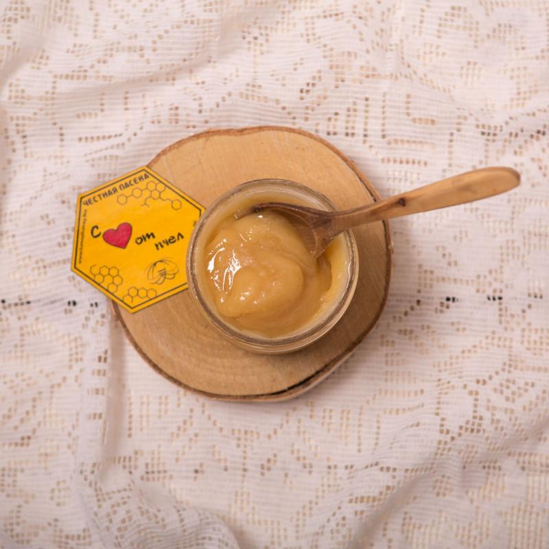 Мед майскийМайский мёд собирается пасечниками самым первым. <br><br>Он считается одним из наиболее ценных и полезных, так как после зимовки природа отдаёт все свои силы на развитие и цветение первых цветков. <br><br>Пчёлы собирают нектар во время цветения большинства медоносов – черёмухи, брусники, смородины, вишни, белой акации и т.д<br><br>Вес мл ( 350 г ): 250