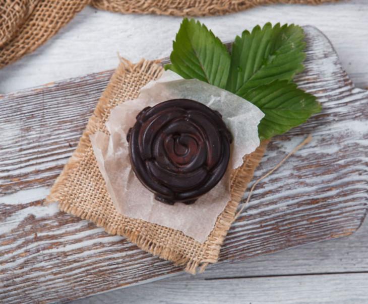 Фруктовый шоколад c деревенской клубникой