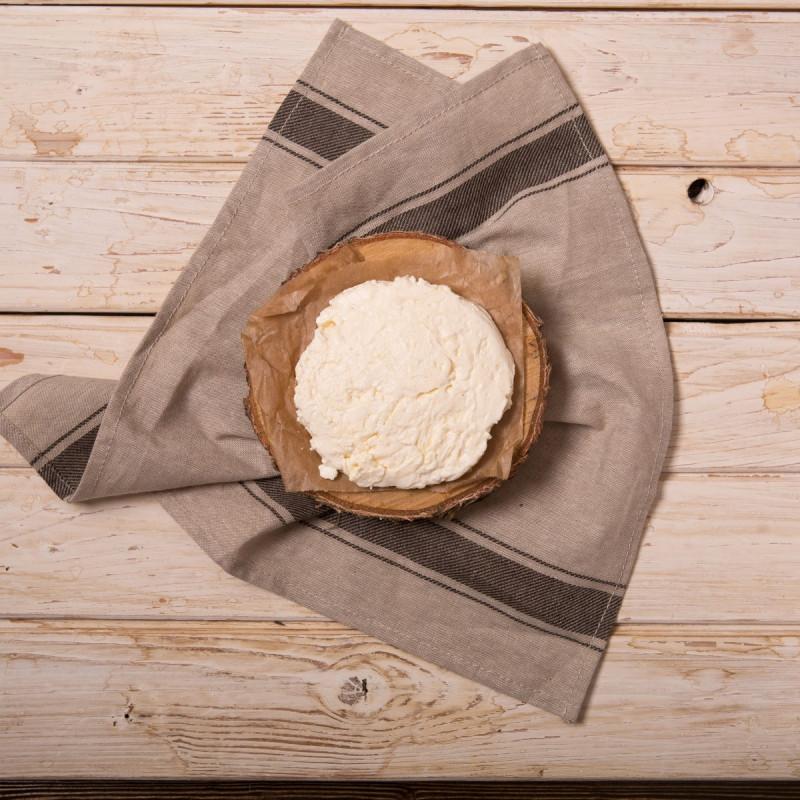 Сыр Страчателла«Страчателла» выглядит как ниточки сыра, которые обволакивают чуть солоноватые густые сливки. По фактуре сыр мягкий и нежный. <br><br>Это настоящий сырный деликатес, родиной которого считается итальянский регион Апулья. Страчателла идеальна в салате с рукколой и помидорами.<br><br>Вес шт ( 180 г ): 1