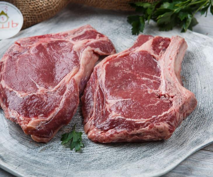 Стейк на кости из молодой говядины
