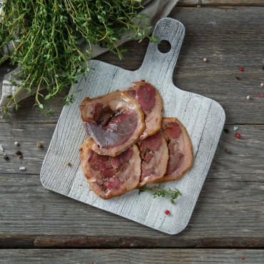 Мини рулет из мяса гуся с черносливом