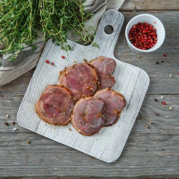 Мини-рулет из мяса гуся в специях