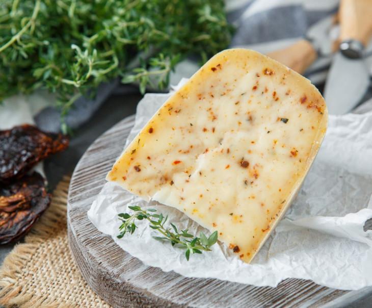 """Сыр """"Велий"""" с томатами"""
