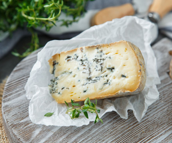 """Сыр """"Велий"""" с голубой плесенью"""