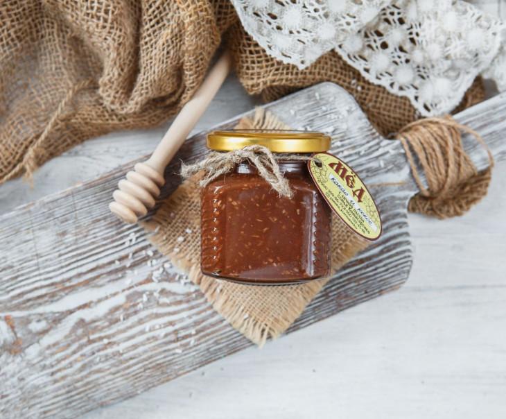 Крем-мед с какао и кокосовой стружкой
