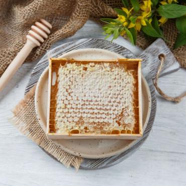 Акациевый мед в сотах