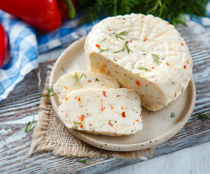 """Сыр рассольный """"С мятой, паприкой и чили"""" свежий"""