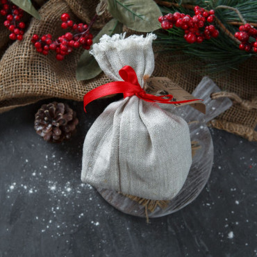 Варенье яблочное со специями в подарочном мешочке.