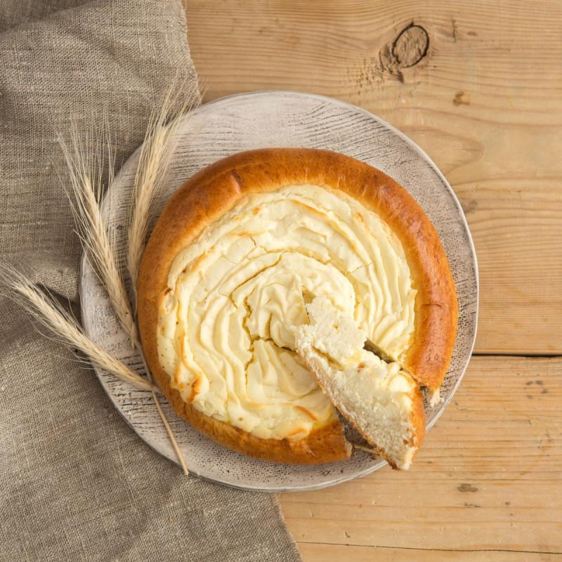 Пирог творожный ВатрушищеВ три раза больше обычной ватрушки! А значит в ней еще больше натурального творога и деревенских яиц. Свежая, ароматная ватрушка с нежным творогом, точно такая же, как у Вашей бабушки.<br><br>Вес г.: 450