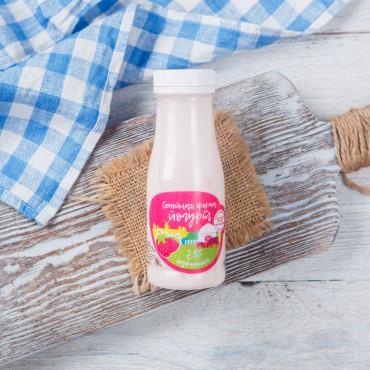 Йогурт клубничный 2,5%