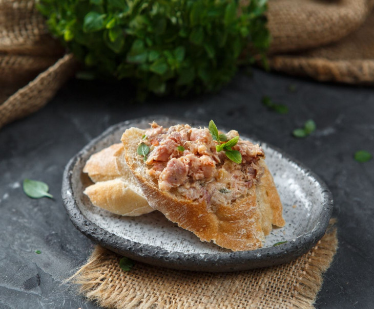 """Риет из мяса клария """"По-китайски"""" в кисло-сладком соусе"""
