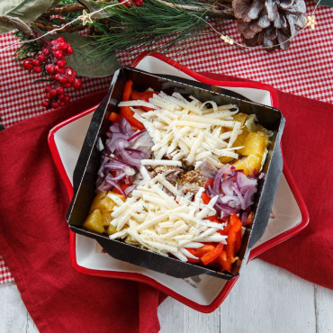 Овощной салат с индейкой в медово-горчичной заправке