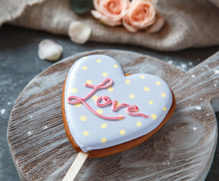 "Пряник сердце ""LOVE"" фиолетовый"