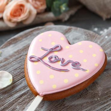 Пряник сердце LOVE розовый