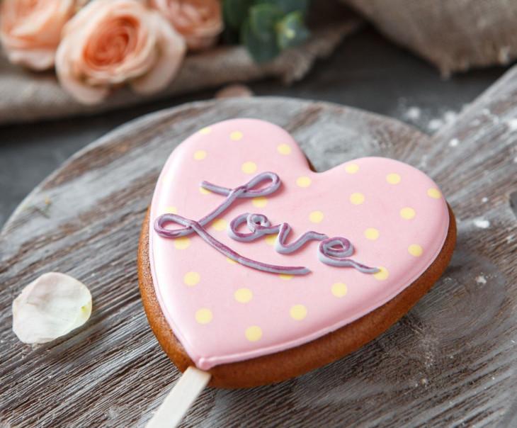 """Пряник сердце """"LOVE"""" розовый"""