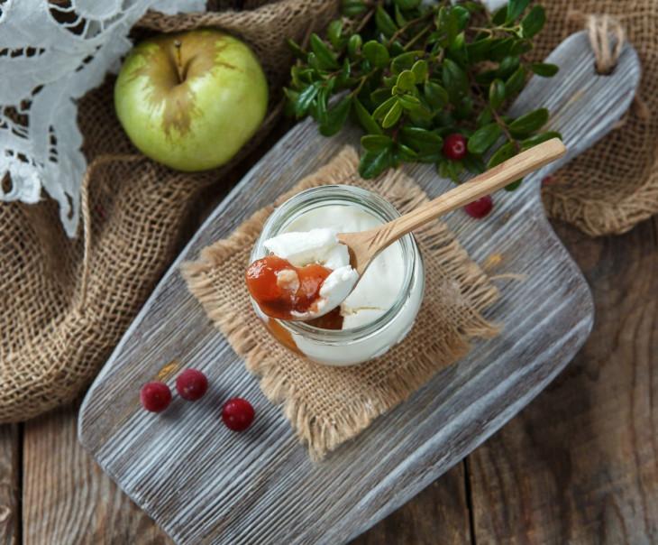 """Творожный сыр """"Брусника с яблоком"""" из козьего молока"""