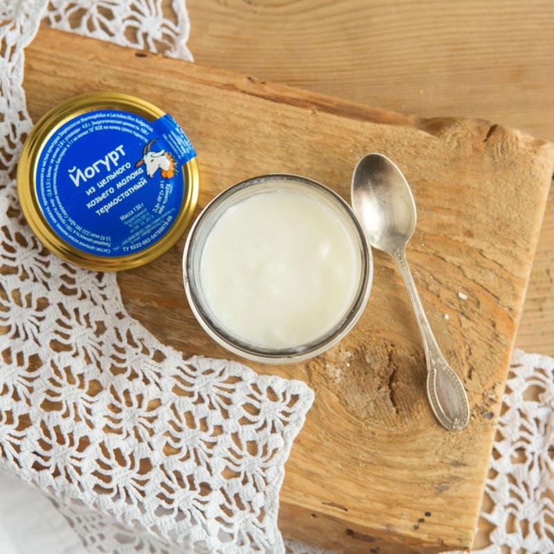 Йогурт из цельного козьего молока термостатныйВсегда свежий натуральный и полезный термостатный йогурт из цельного козьего молока для Вас и Ваших детей. В составе только свежее пастеризованное козье молоко и йогуртовая закваска.<br><br>Вес г.: 130