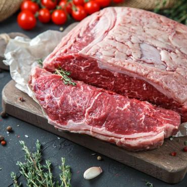 Стриплойн для стейков Нью-Йорк из мраморной говядины зернового откорма