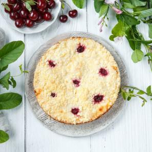 Пирог с фермерским творогом и вишней