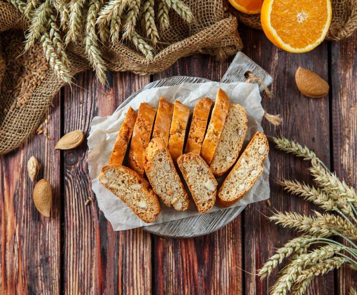 Кантуччини с миндалем и апельсином